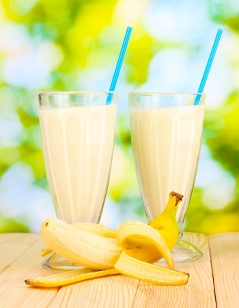 Greek yogurt smoothie with banana